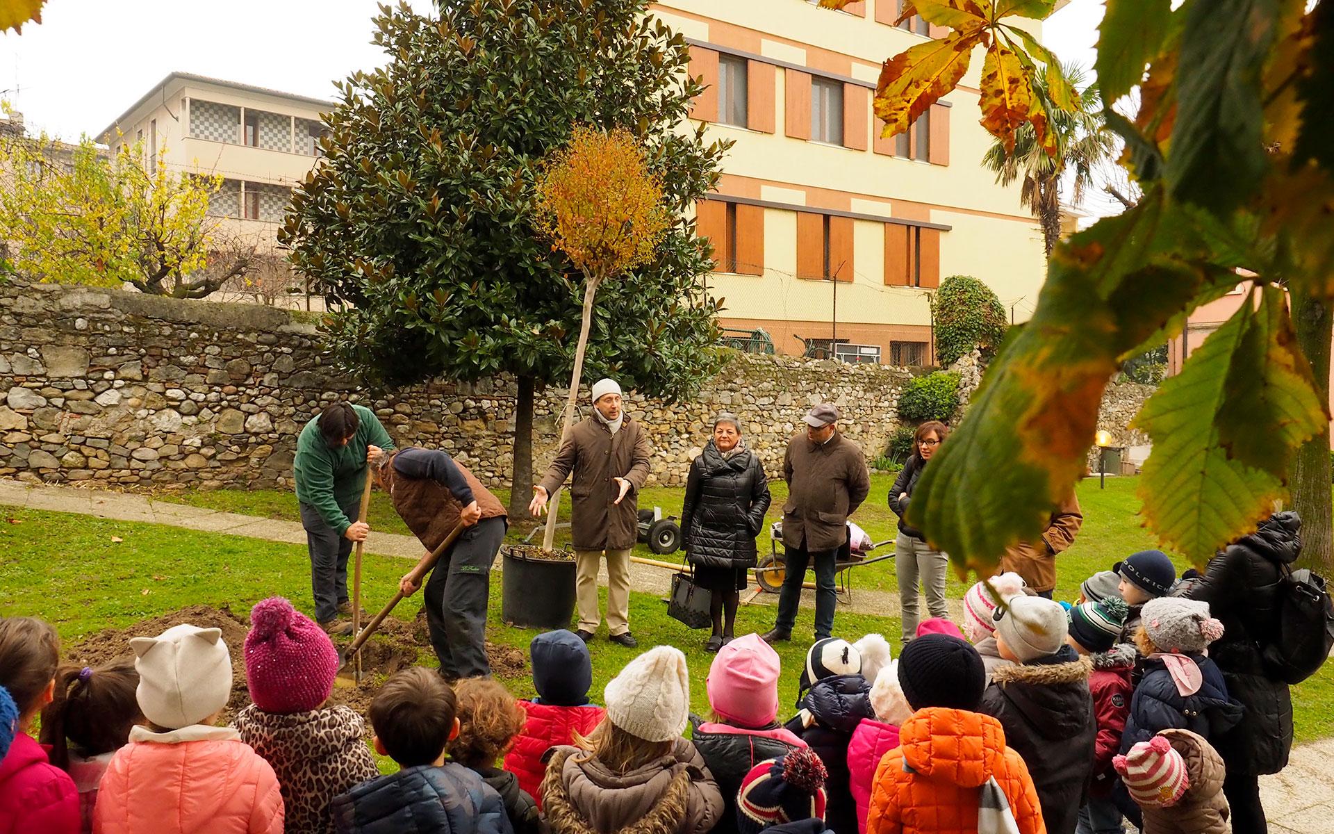 https://www.leforbici.eu/wp-content/uploads/2019/12/forbici-verde-sostenibile-giornata-albero-lago-garda.jpg